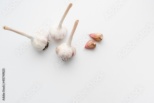 Valokuva garlic on white background, clove of garlic