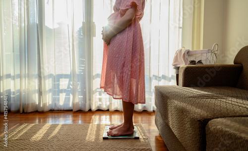 Fotografia Pregnant woman stay at home alone