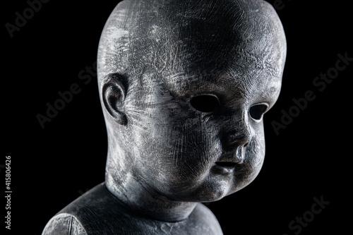 Creepy doll in the dark Fototapet