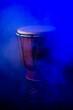 bęben, izolowany, muzyka, perkusja, instrument, glases, filizanka, djembe, dopełnienie, bongo, biała, drink, musical, tradycyjny, srebrny, kubek, skóra, drewna, stary, antyczny, rytm, kultura, etniczn