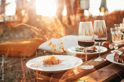 Tableau sur Toile Wooden table with glassware arranged for picnic