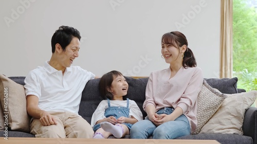 Fotografie, Obraz リビングで雑談をする家族