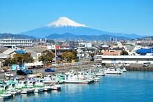 富士山と用宗漁港