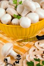 White Button Mushrooms (Agaricus Bisporus), Champignon