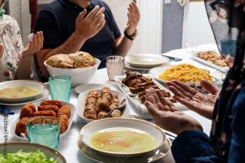 Fotografia Traditional Muslim Ramadan Dinner Iftar food