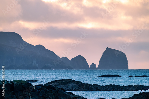 Fototapeta The rocks at the coastline between Rosbeg and Glencolumbkille in County Donegal - Ireland