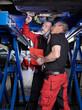 canvas print picture - Automechaniker in der Werkstatt