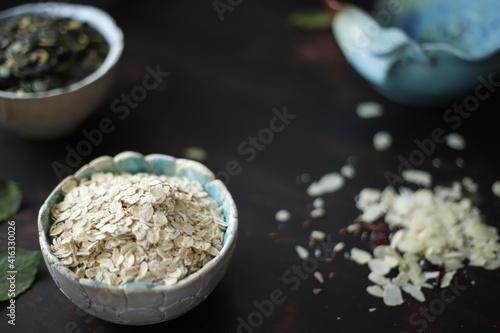 Fototapeta Płatki owsiane w ceramicznej miseczce obraz