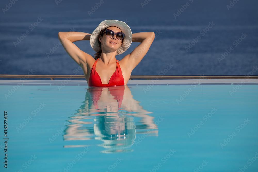 Fototapeta ptretty woman on resort