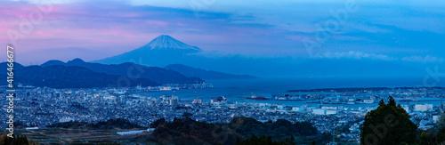 Fotografering 夕暮れ時の富士山と清水港そして清水の市街地 静岡県静岡市日本平にて