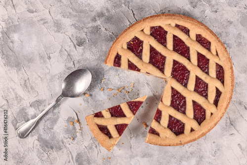 Fototapeta Whole piecalled 'Linzer Torte', a traditional Austrian shortcake pastry topped w