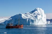Tours Amongst Icebergs Calved From The Jakobshavn Isbrae Glacier, UNESCO World Heritage Site, Ilulissat, Greenland, Polar Regions