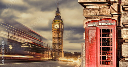 Fotografia London symbols with BIG BEN, DOUBLE DECKER BUSES and Red Phone Booths in England
