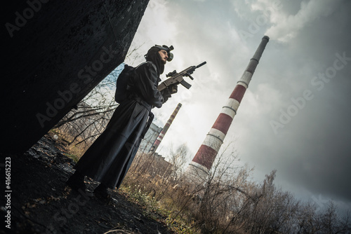 Post apocalypse soldier in a abandoned area concept. Fototapet