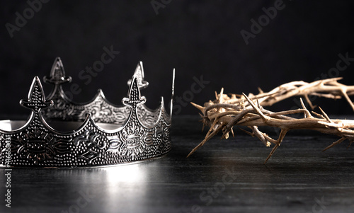 Obraz na plátně Kings Crown and the Crown of Thorns