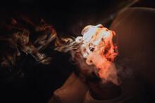 Jouer Avec La Lumière Du Rétroprojecteur Et La Fumée