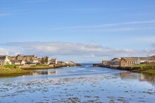 Looking Towards Thurso Harbour, Out To Sea Along Thurso River. Thurso River, Looking Out To The River Mouth Past The Harbour At Low Tide.
