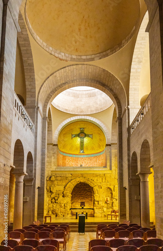 Photo Interior of medieval Church of the Flagellation at Via Dolorosa street in easter