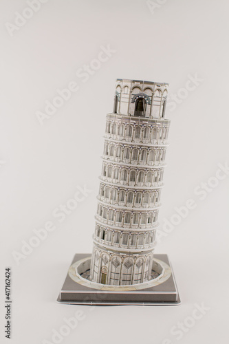 toy leaning tower of pisa on a white background Fototapete