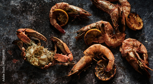 Fototapeta Delicious grilled prawns and crab with lemon slices obraz