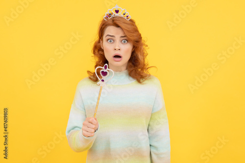 Papel de parede surprised redhead woman in queen crown with magic wand, surprise