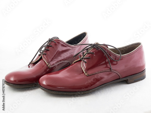 leather women's violet derby shoes, view from side Fotobehang