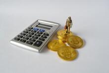 Bitcoins Calculatrice Et Homme Au Chapeau