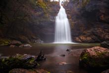 Potem Creek Falls, Northern California