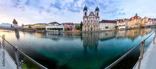 Lucerne. Old city embankment and medieval houses at dawn. Fototapeta