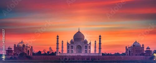 Obraz na plátně Taj Mahal ivory white marble mausoleum in the Indian city of Agra, Uttar Pradesh, India, Taj Mahal beautiful landmark, Symbol of loveI, India