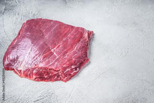Foto Raw flank or flap beef meat steak