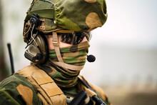 Pareja Militar Noruega En Lugar Abandonado