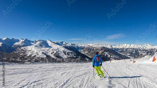 A man in colorful outfit skiing on the slopes of Katschberg in Austria Fototapete