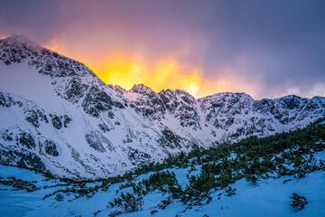 Wschód słońca w Dolinie Pięciu Stawów - Tatry