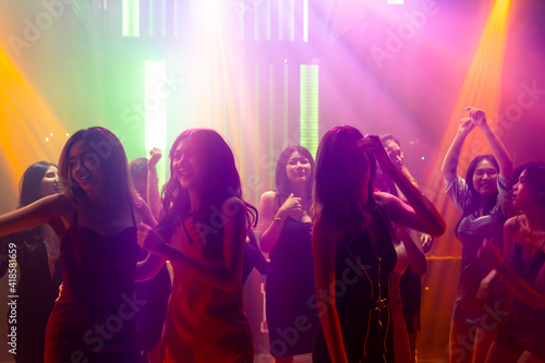 Leinwand Poster Silhouette image of people dance in disco night club to music from DJ on stage