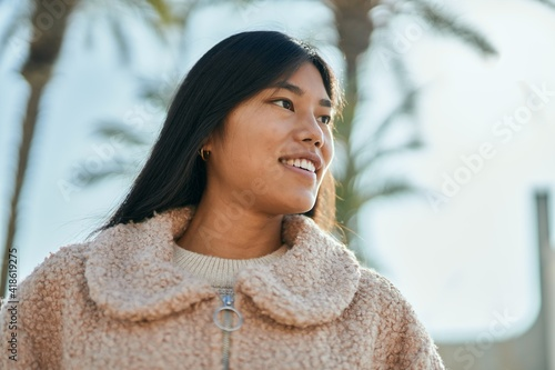 Young asian woman smiling happy standing at the city. Fototapet