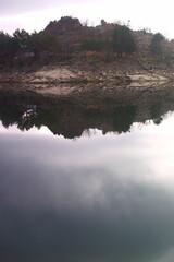jezioro woda góry niebo chmury