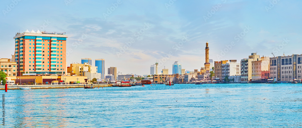 Fototapeta Panorama of Dubai Creek with Deira and Bur Dubai banks, UAE
