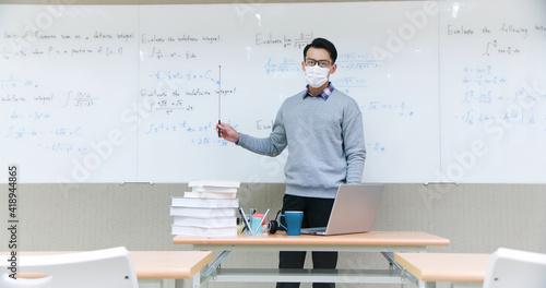 Fotografie, Obraz male professor teach online