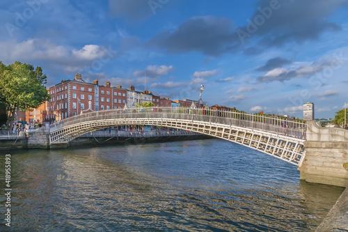 Obraz na plátně Ha'penny Bridge, Dublin, Ireland