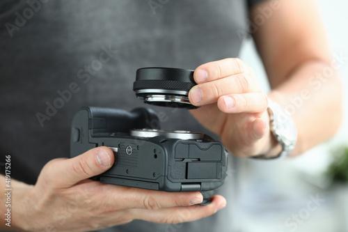 Male hands putting on modern digital camera lens adaptor Fototapet