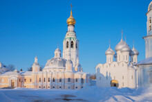 Vologda Landmarks Kremlin Ensemble - Resurrection And St. Sophia Cathedrals, Belfry On An Early Winter Sunny Morning, Vologda, Russia