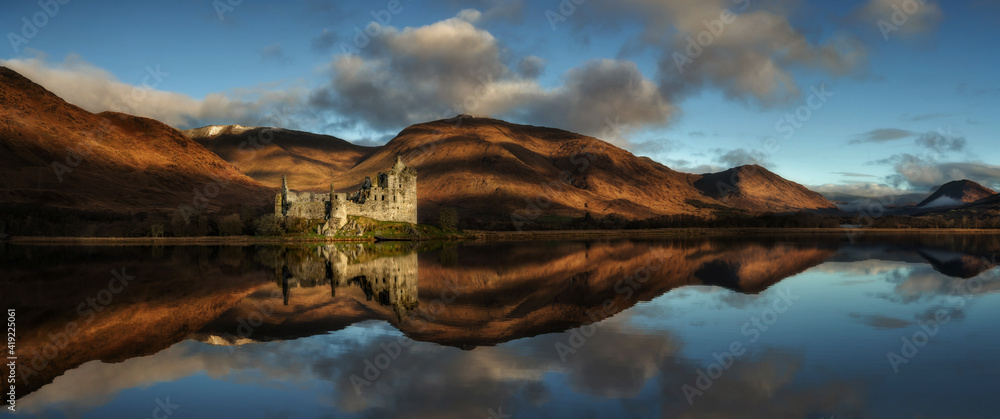 Fototapeta Kilchurn Castle at Loch Awe in the Highlands, Scotland. Historic Scottish castle with dramatic clouds at sunrise