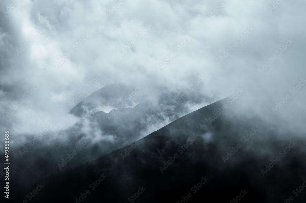 Fototapeta fog in the mountains