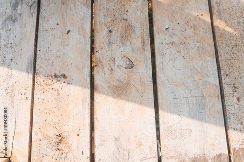 Fototapeta Jasne piękne drewniane tło, tekstura białego drzewa, pnia ze słojami.  obraz