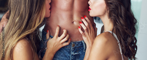 Photo Sexy women playing on naked man abs banner