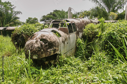 wreck of american bomber crashed in jungle vegetation during world war II Fotobehang