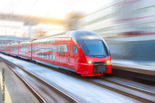 High speed double decker express train arrives at a station in the city Fototapet