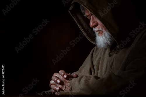 Foto A medieval silent poor prayer