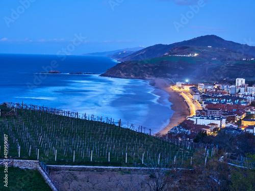Obraz Vistas desde lo alto de Zarautz a su playa - fototapety do salonu